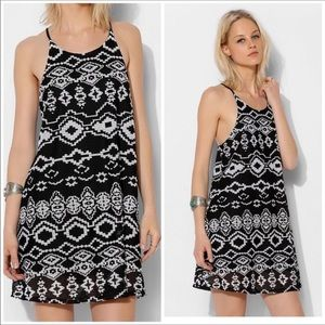 URBAN OUTFITTERS XS DRESS TRIBAL STARRING AT STARS